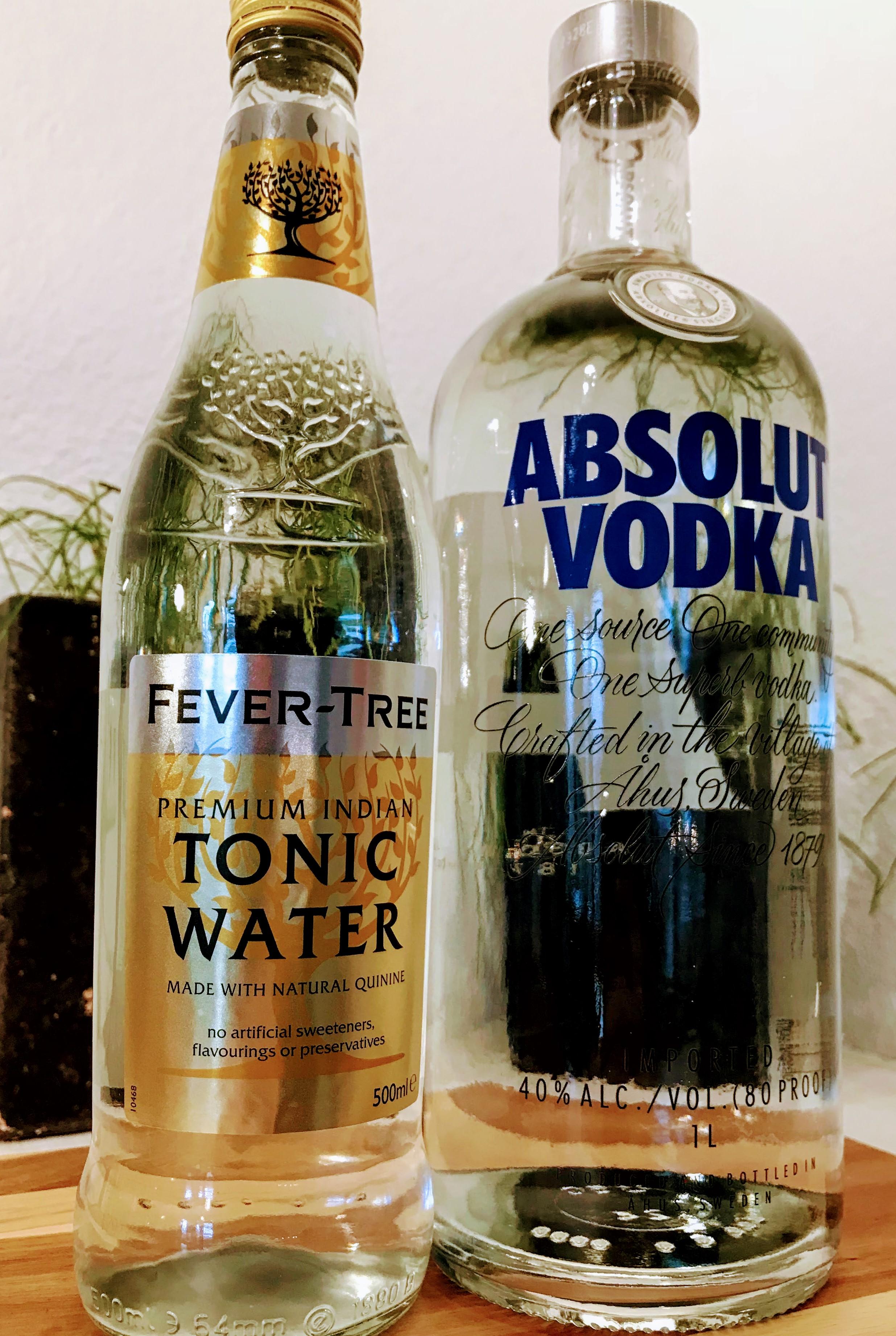 afbeelding van fles Fever Tree Tonic Water en een fles Absolut Wodka