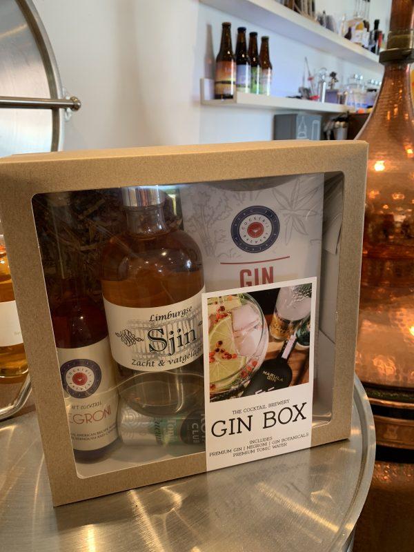 Cadeaubox met gin, gin botanicals, tonic en negroni