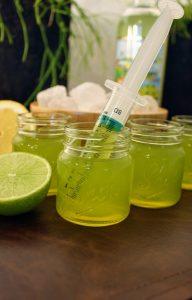 shotglaasje met limoncello